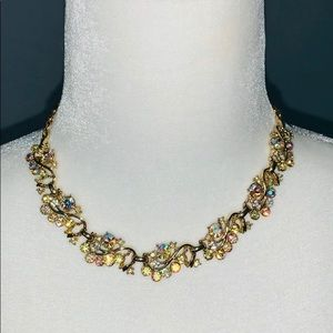 Vintage Jewelry - Vintage gold tone rhinestone necklace